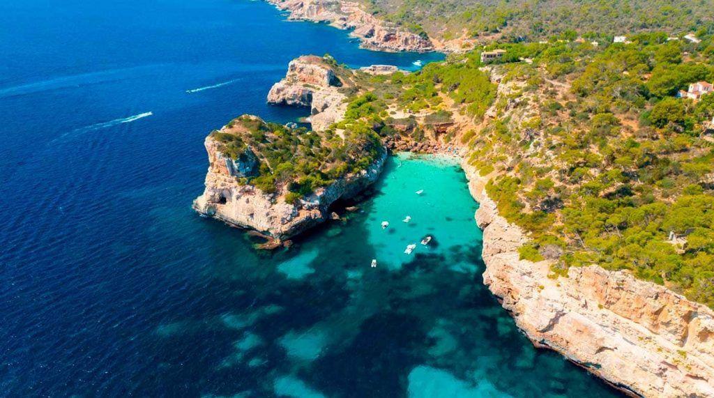 vista aérea de es Caló des Moro en Mallorca