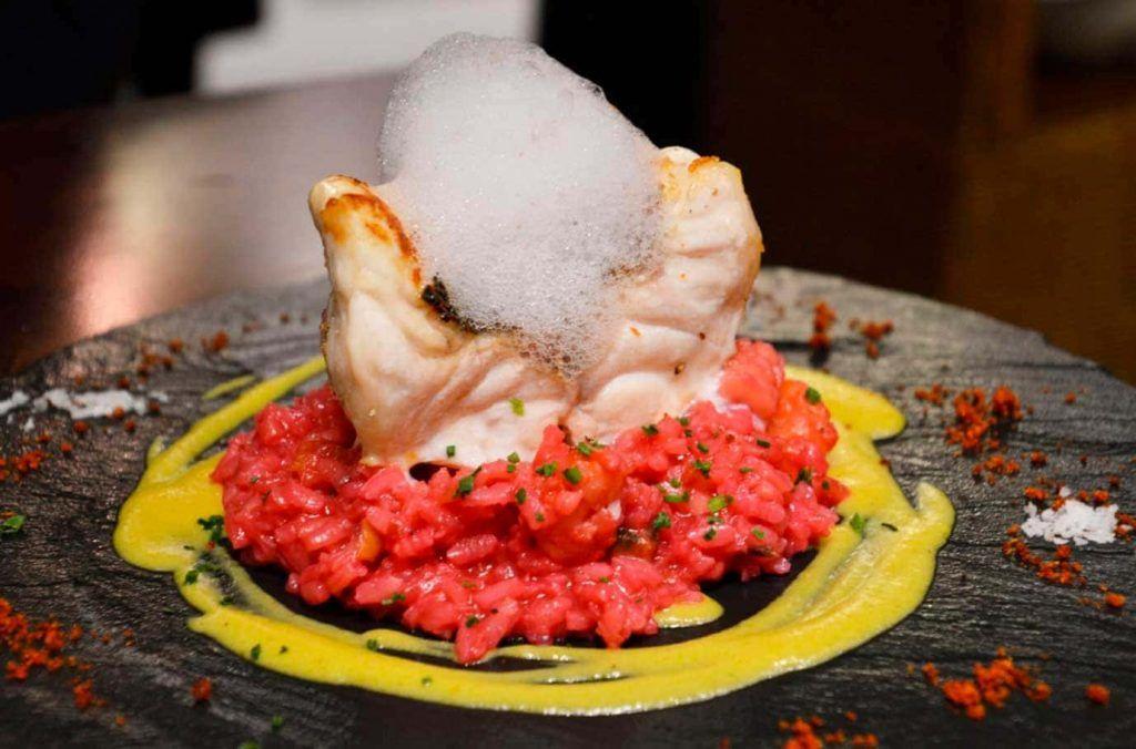 sofisticado plato en el restaurante Infineat de Santa Catalina