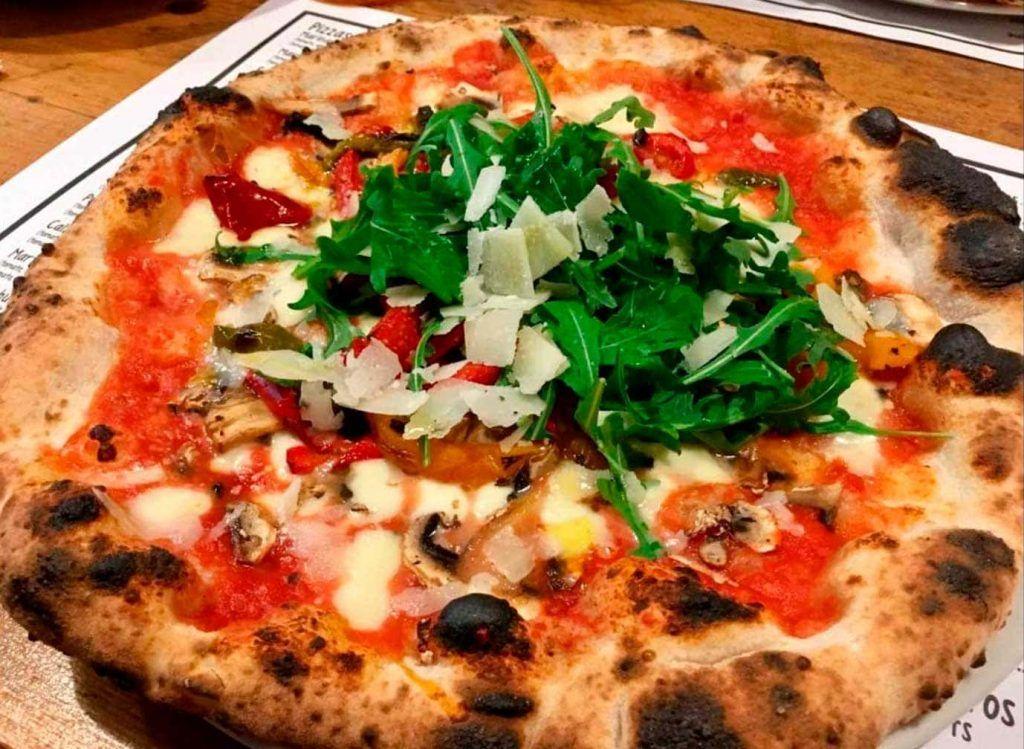 una pizza de la pizzaria 500 Grados