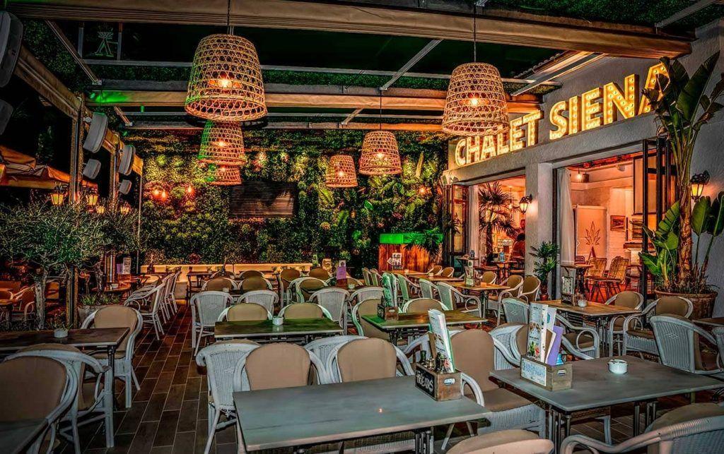 terraza del restaurante Chalet Sirena de el Arena