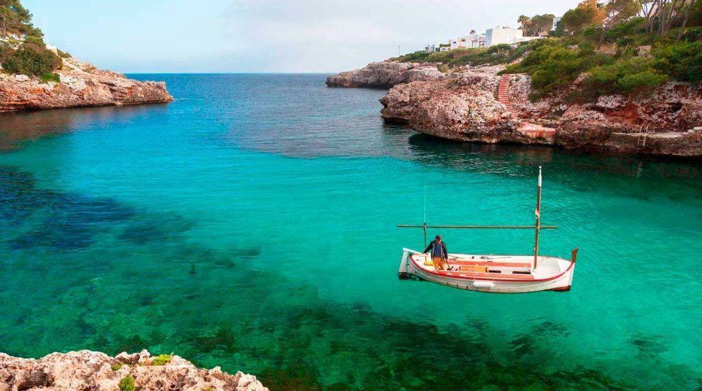 pescador en Cala Egos - Mallorca