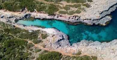 vista aérea de la playa de Cala Estreta en Felanitx, Mallorca