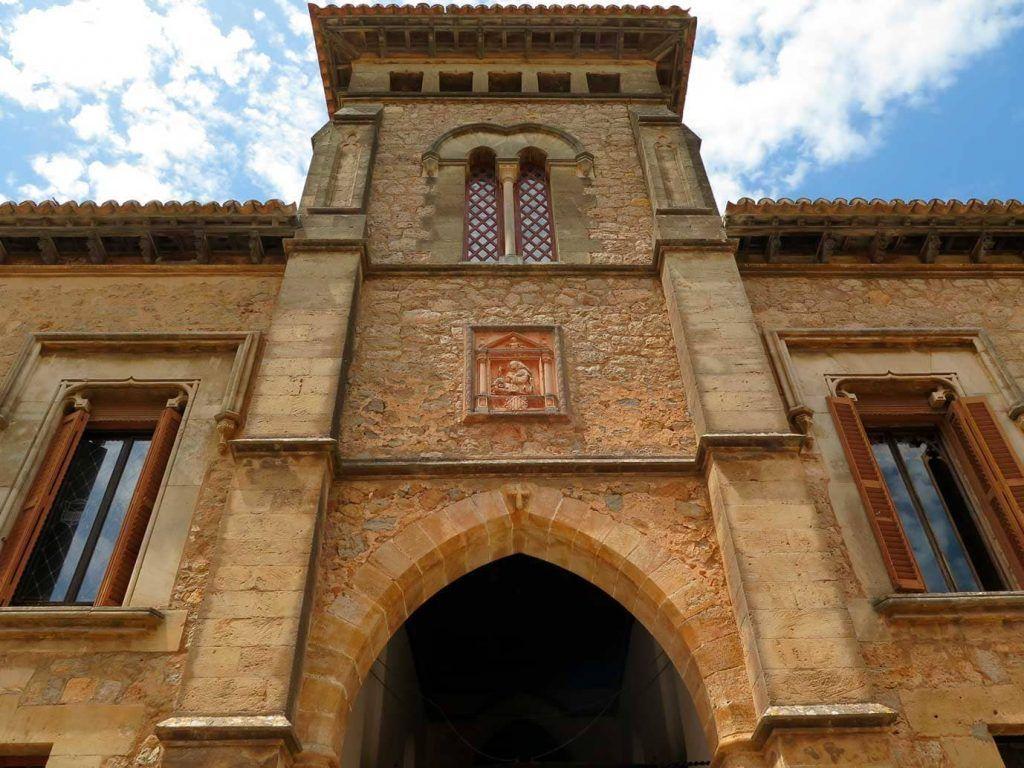 Fachada del Palacio del Rey Sancho en Valldemossa