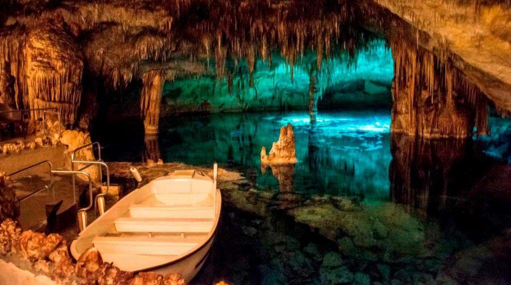 barca en las Cuevas del Drach