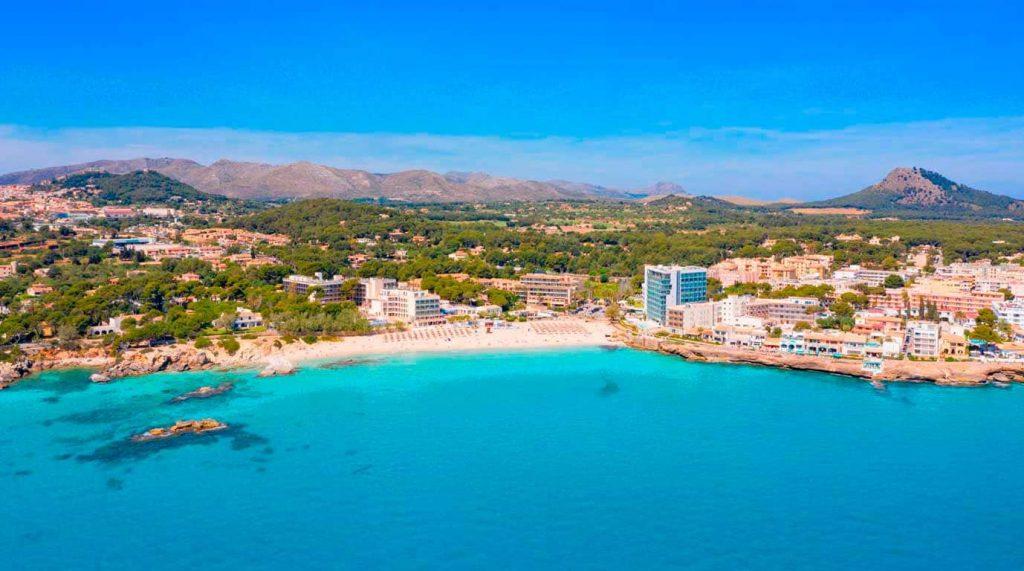 vista aerea de la playa de Son Moll en Cala Ratjada